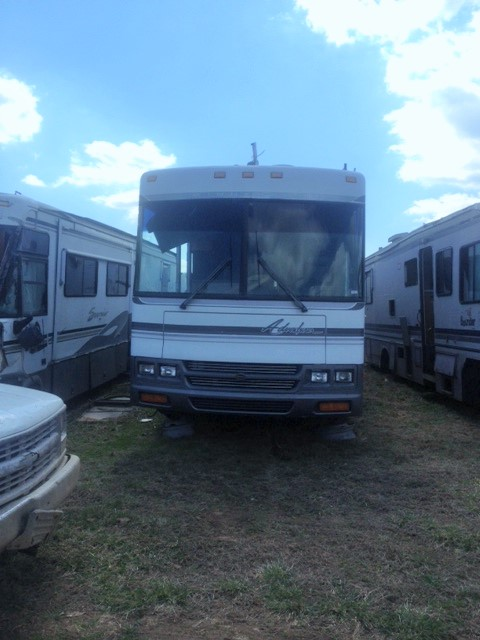 2000 Winnebago Adventure WGF37G Salvage parts
